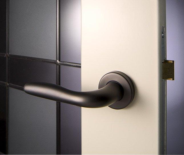 Deuren limburg maatwerk binnen en buitendeuren fabritius for Klinken voor binnendeuren